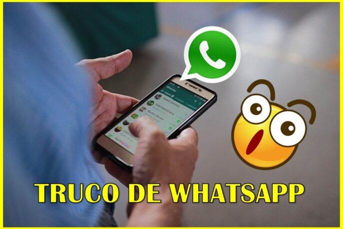 Hombre enviando un mensaje por Whatsapp.
